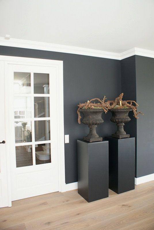 Wood grey white landelijke woonidee n arkelwonen strakke sokkels met klassieke potten - Interieur decoratie stenen huis ...