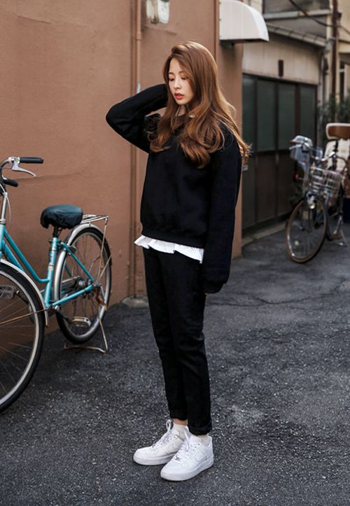 Black and White Simple Korean Street Outfit: