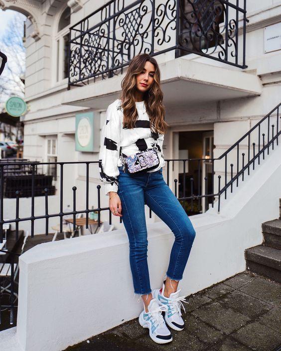 Pin By Farmacias Associadas On Fashion Moda Rgp Sneaker Outfits Women Outfits Tenis Sneakers Fashion Outfits