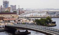 Na travessia da Ponte Arnaldo Luz, que dá acesso à Ilha das Cobras, um deque em formato de V passará sobre as águas da baía Foto: Guito Moreto / Agência O Globo