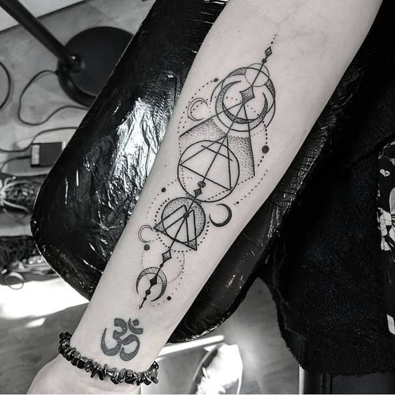 52 Stunning And Non Boring Gemini Tattoos Our Mindful Life Gemini Tattoo Gemini Tattoo Designs Geometric Gemini Tattoo