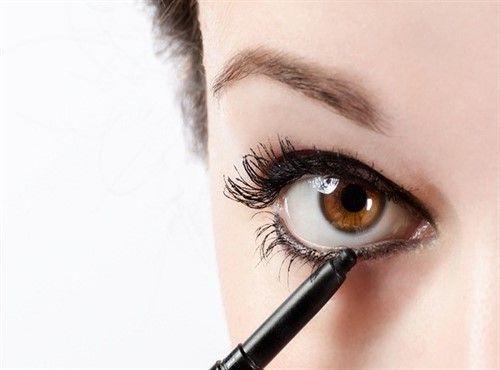 أفضل كحل للعين للحصول على عيون جذابة Eye Liner Tricks Eyeliner For Beginners Eyeliner