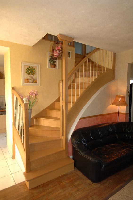 TRADITIONNELLE Escalier avec balustres laqués blanc et main courante