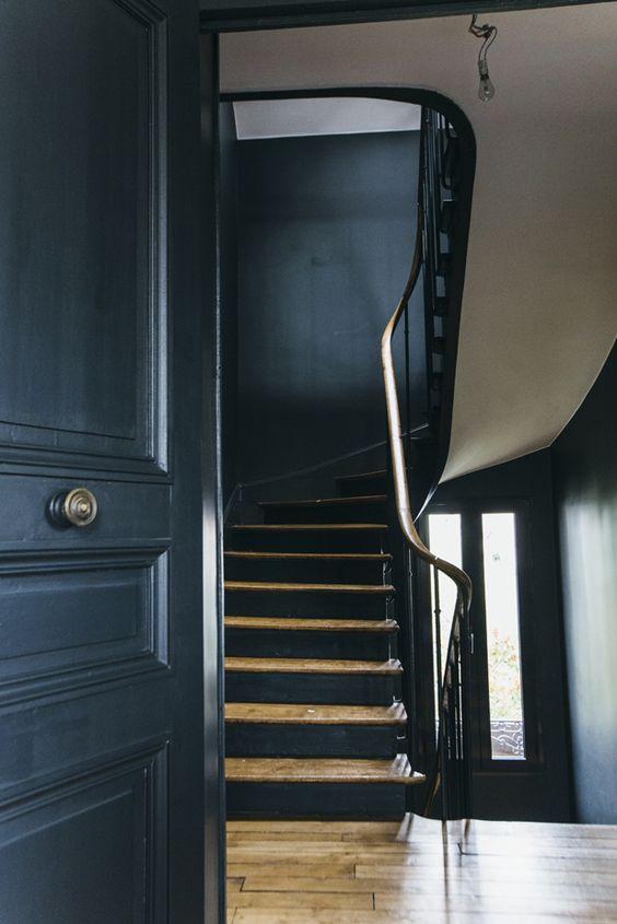 Deco escalier ancien for Peinture bois noir