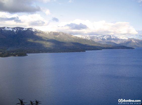 Premio. Una de las increíbles vistas del Lago Nahuel Huapi que podés tener mientras hacés un trekking por la hermosa Península Quetrihué. Te puede costar más o menos esfuerzo, pero la recompensa está a la vista.