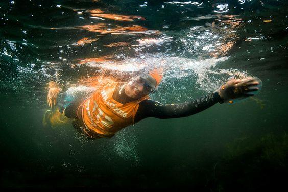 La Swimrun La Baells: correr y nadar sin sacarse el neopreno. La primera edición de esta nueva modalidad deportiva se disputa el 2 de octubre sobre 20 km de running y 2'7 km de natación en aguas abiertas del pantano de La Baells en el Berguedà (Barcelona).