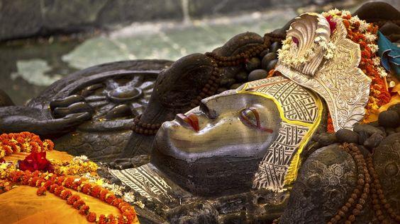 Budhanilkatha, o deus adormecido.