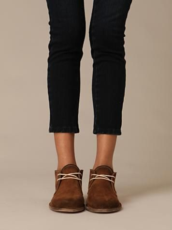 desert boots with leggings - I have these boots in gold and never know what to wear with them! Now I know :)