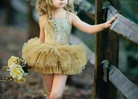 البنات الصغيرة هم كالملائكة على الارض لذلك يهتم الجميع بملابسهم فاهتم المصممون مبلابسهم وصممو لهم فس Kids Dress Dresses Kids