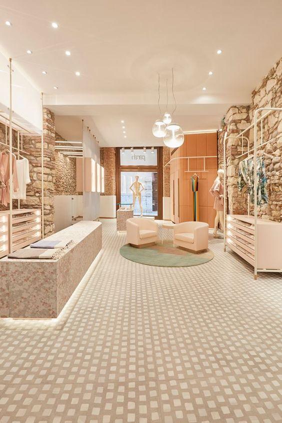 Pin De Begum Bayram Em Store Fitout Ideas Loja De Roupa Lojas Conceituais Lojas De Shopping