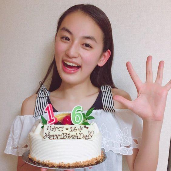 誕生日ケーキと八木莉可子