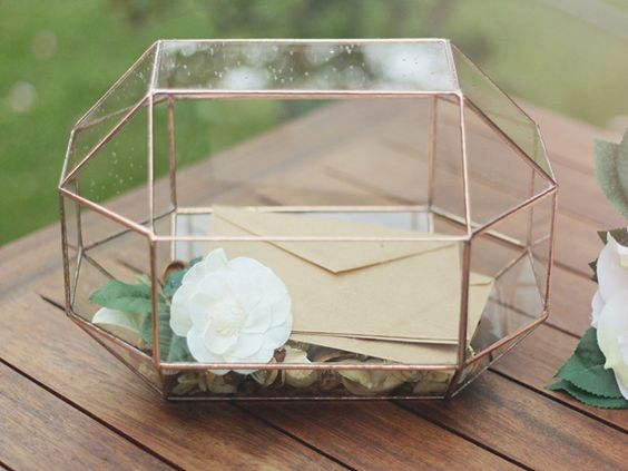 Geometric wedding card holder