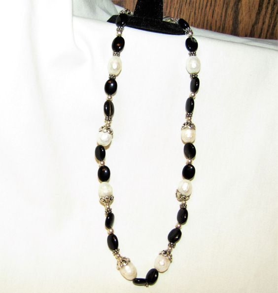 "Lovely Estate Pearl, Onyx, & 925 Sterling Silver Necklace 18"" , 30.0g"