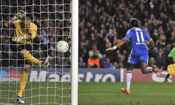 El Barsa cayó ante el amarrete Chelsea y complicó su chance  Aunque hizo todo el gasto, el equipo de Guardiola chocó con un Cech imbatible y perdió 1-0 en Inglaterra. Quedó obligado a ganar la revancha en el Camp Nou para poder jugar la final.