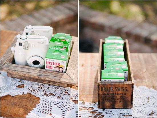 Pour ne rien manquer de la soirée, distribuez des appareils photos à tous vos invités!