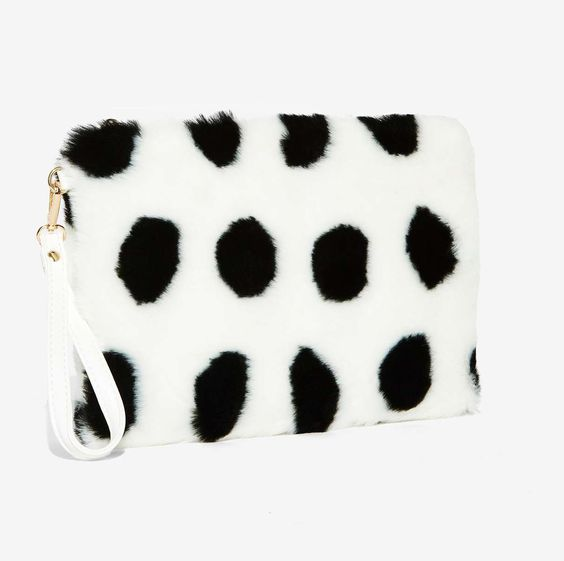 Polka Dot Clutch #furry #soft #fallfashion #shopnoveme #polkadot #clutch