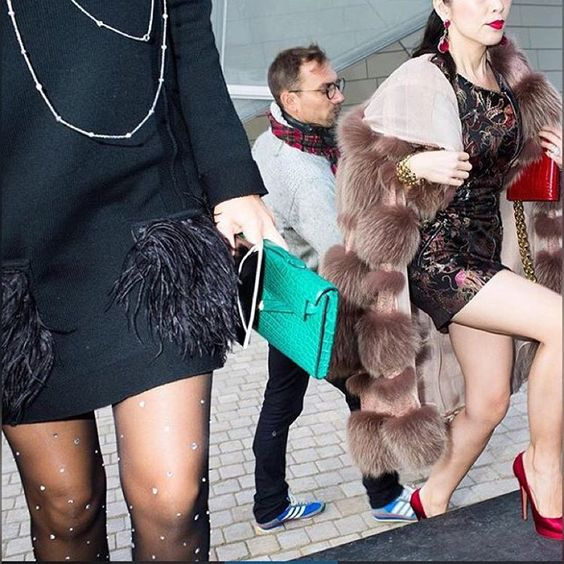 The #feathers And #fur Were Flying Outside #louisvuitton During #paris #fashion Week  #pfw #clutch #heels #cashmere And #furcoat #parisian #style #fashionshow #mode #luxe #french #keepitchic #furstyle #manoswartz #est1889