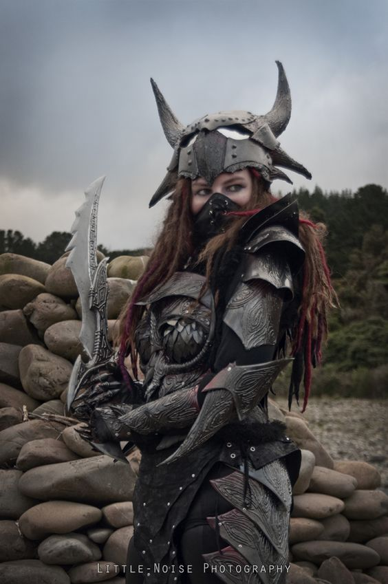 "Another CosPlay that would look great in LARP - ""Daedric armour 01 by static-sidhe"""