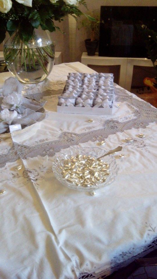 Silvery jordan almonds