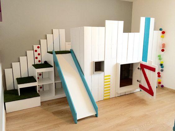 le lit kura de chez ikea en version lit cabane detourn avec des palettes l 39 escalier vient. Black Bedroom Furniture Sets. Home Design Ideas
