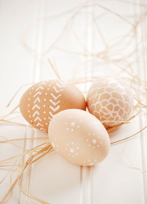 brown eggs + white paint pen. done and done.: Decorating Easter Eggs, Brown Eggs, White Paint, Decorating Eggs, Decorate Eggs