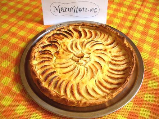 Recette Tarte aux pommes à l Alsacienne 250ml Crème fraîche a 15% 425cal, 4 pomme 200 cal et 2 œuf 140 cal... Avec édulcorants et extrait de vanille la garniture fait 775 cal