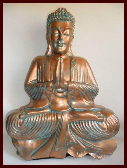"""Buda, não é o nome de uma pessoa e sim """" aquele que sabe a verdade ou aquele que despertou"""". Peça em gesso, feito em pátina finalizada com cobre. Aceitamos encomendas em outras cores. Entrega à combinar. R$60,00"""