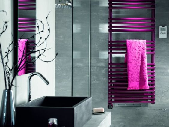 Photos design and group on pinterest for Accessoire salle de bain rose fushia