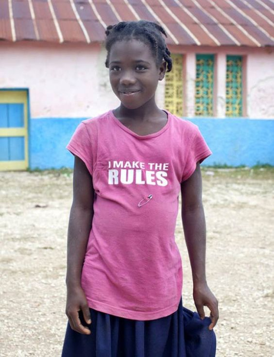Quand les t-shirts humoristiques américains sont portés par des haïtiens désœuvrés