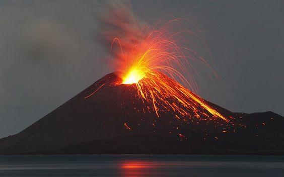 Krakatoa (Indonésia). Um dos mais ativos.