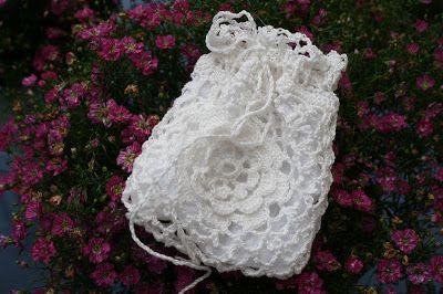 Busy Bessy Creatief: Lavendelzakje gehaakt in Iers kantmotief