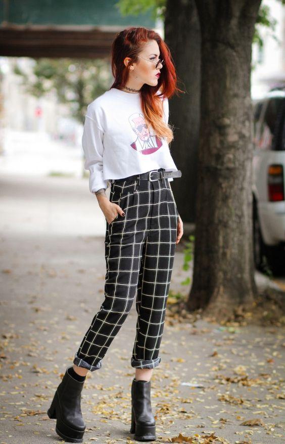 outfits con pantalón a cuadros blancos