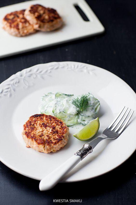 http://www.kwestiasmaku.com/ryby_i_owoce_morza/losos/burgery_z_lososia_z_kasza_jaglana/przepis.html burgery z lososia z kasza jaglana