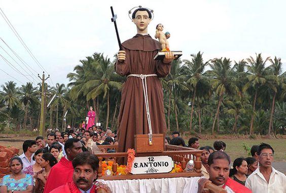 En avril, à Goa, c'est aussi la procession des Saints, qui fait beaucoup penser aux processions de la Semaine Sainte espagnole