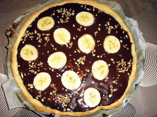 La meilleure recette de Tarte banane chocolat! L'essayer, c'est l'adopter! 4.6/5 (7 votes), 20 Commentaires. Ingrédients: 1 pate sablée ou brisée 2ou3 bananes selon la taille, 150g de chocolat, 1 brique de 20cl de crème liquide(30% matière grasse)