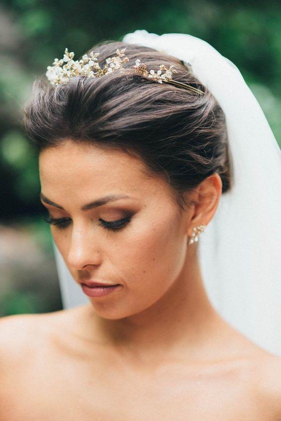romantic wedding undo with tiara & veil   olive photography