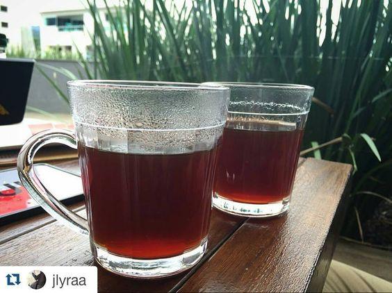 Esses dias frios pedem muito por um #cafe quentinho  #filtrado no método e com o grão de sua preferência ou #espresso  #amoSoul #coado #cafeespecial #cafesespeciais #coffee #coffeetimeallthetime #companhias #chemex #v60 #clever #kalita #aeropress #frenchpress #woodneck #globinho #sifao #Blumenau #Repost @jlyraa with @repostapp  Preciso de cartão fidelidade de amor por esse lugarzinho.  http://ift.tt/1Vbg53z
