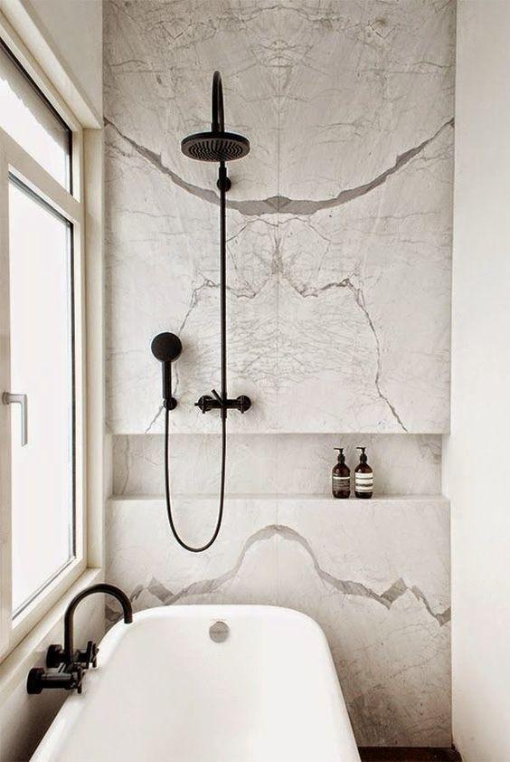 13 baños decorados en blanco y negro
