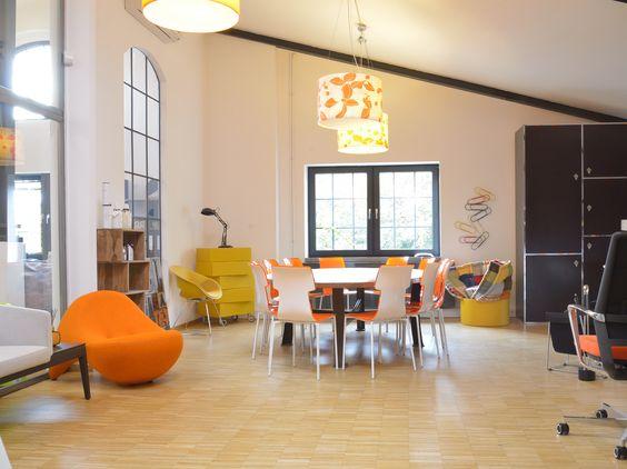 An unserem Konferenztisch inmitten unseres Showrooms wird nicht nur konferiert - auch gemeinsame Mittagessen stehen hier auf dem Programm! #KuschCo #MaisonsduMonde