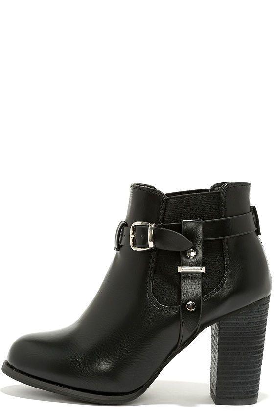 Black High Heel Booties//