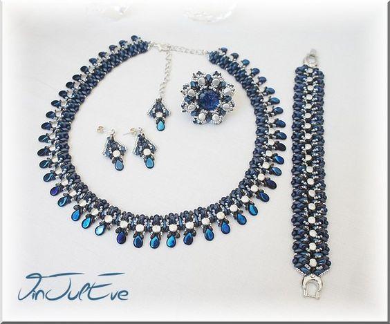 Bijoux tissés en perles. Le collier est adaptable de 40cm à 48 cm, finition avec chainette. Le bracelet mesure 17.5cm environ. Bague de diamètre 3.5cm environ, montée sur support adaptable.  Pour...