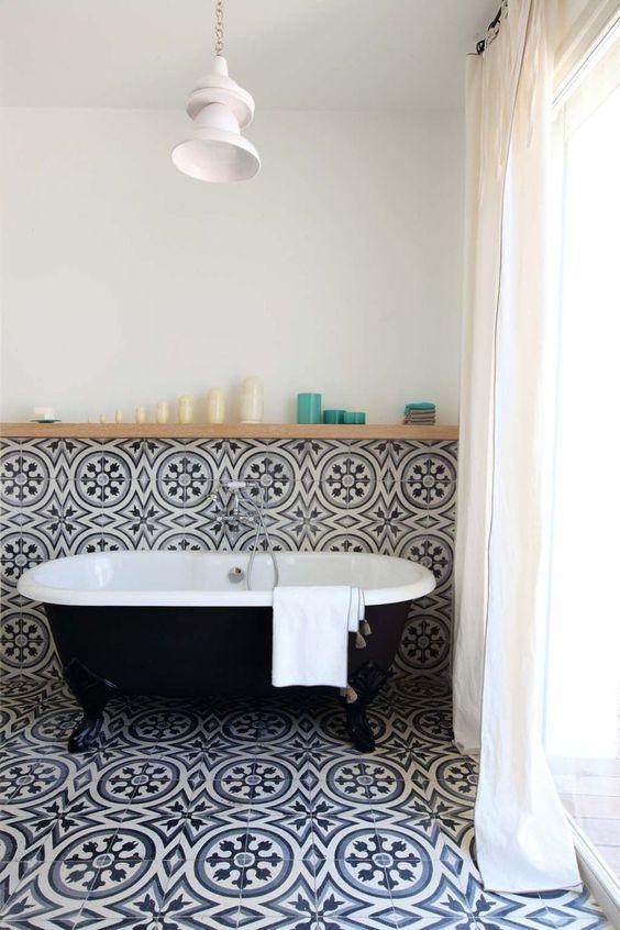 Une salle de bain en carreaux de ciment Tuile, Carrelage de ciment