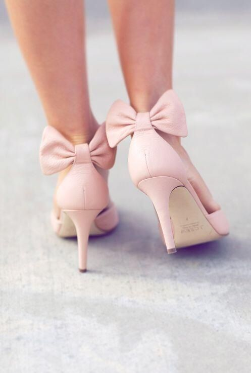 Love these adorable light pink heels with a bow detail | Fancy