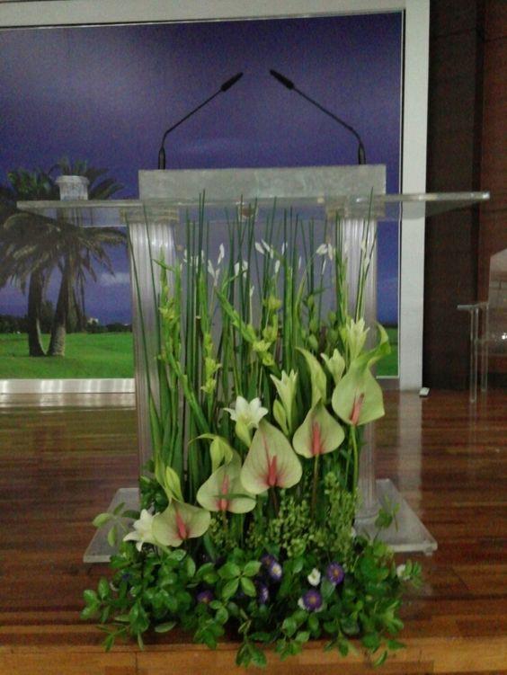 Church flower arrangement church flowers pinterest - Pedestal para plantas ...