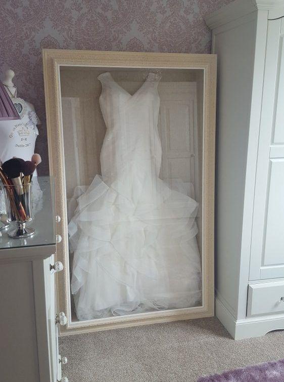 Architecture Wedding Dress Frame Framing Guru Picture Services In Preston Pertai Hochzeitskleid Aufbewahren Brautkleid Rahmen Shadow Box Hochzeit