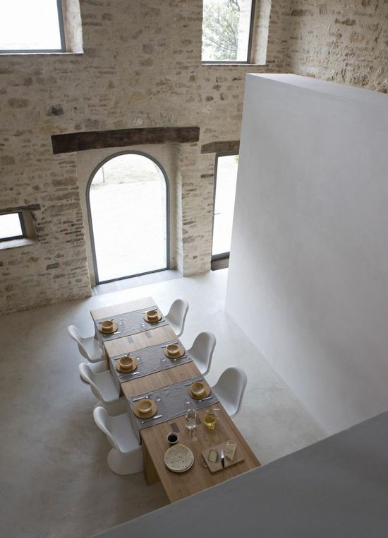 Renovated farmhouse. Casa Olivi.  Inspiratie beeld voor steen atelier van molilti-interieurmakers  Nieuwste specialiteit stenenwand, steenstrip wand.