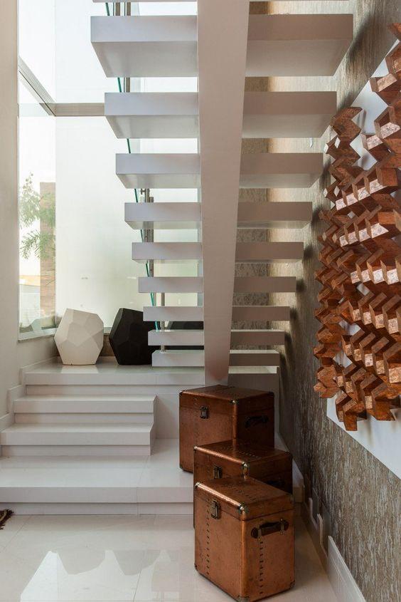 Marli Assis | Como aproveitar aquele espaço embaixo da escada?