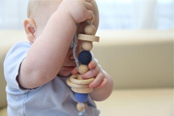 Greifling. Zahner. Großes Spielzeug für Babys von NiHaMa - Nice Hand Made auf DaWanda.com