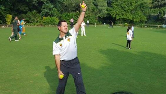 http://liveday.in/sports-news-tamil/ponting-playing-cricket-with-orphange/