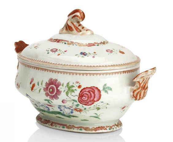 A FAMILLE ROSE TUREEN AND COVER Late 18th/early 19th century